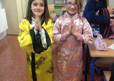 alumnas en vesdito chino